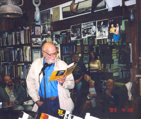 ferlinghetti_reading.jpg